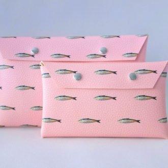 Groot etui met een roze pink fish print